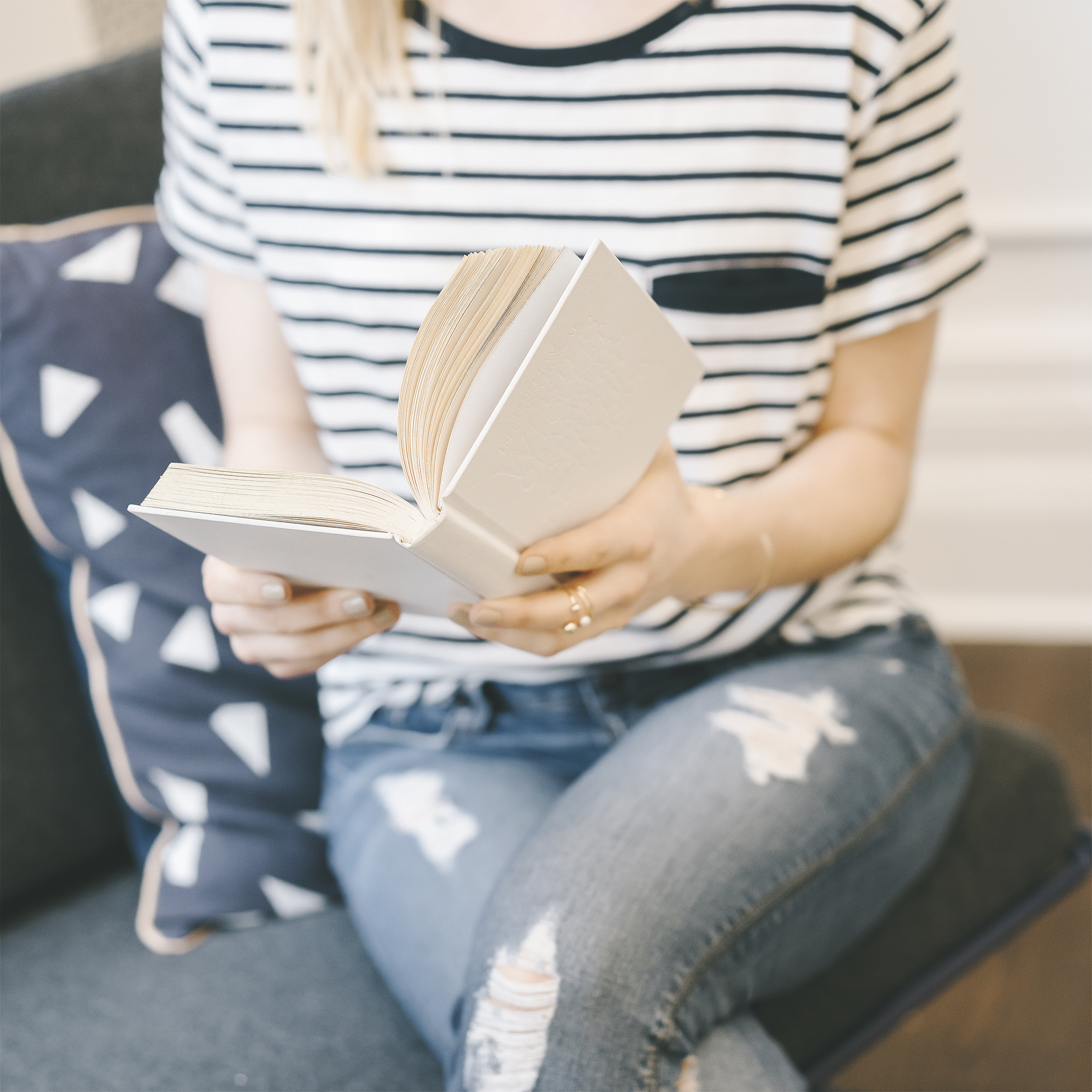 5 Simple tips to Easily Read 12 Books in a Year